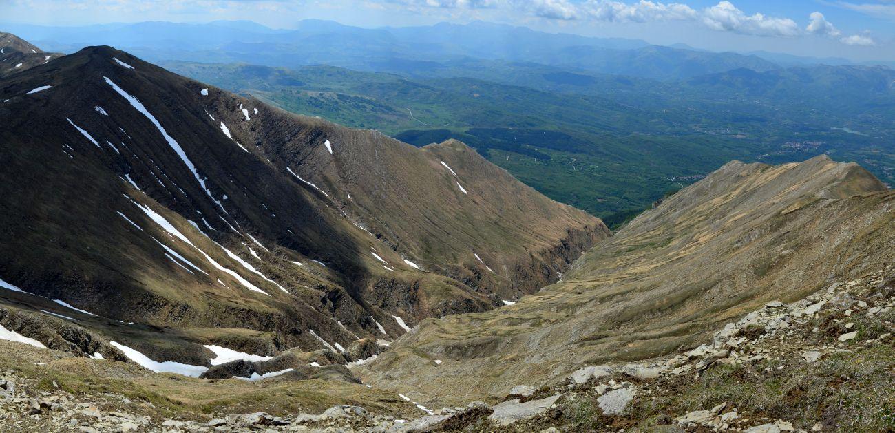 La valle sospesa del Fosso di Ortenza. Nonostante la profonda erosione si intuisce ancora il profilo a truogolo